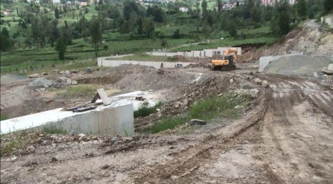 Rize'de stat inşaatı bir mahallenin kaymasına neden oldu