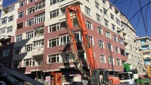 Bahçelievler'de ağır hasarlı binaların yıkımlarına başlandı