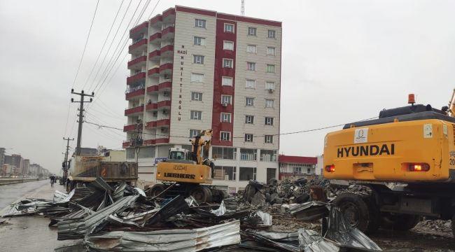 Kızıltepe'de 23 metruk dükkan yıkıldı