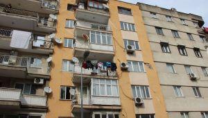 Manisa'da depremde zarar gören 7 katlı bina tahliye edildi