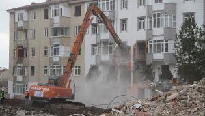 Elazığ'da depremin ardından ağır hasar alan bin 159 yapı yıkıldı
