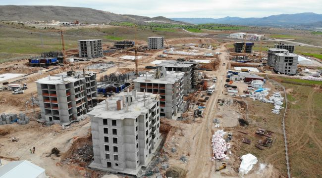 Elazığ'da deprem konutları hızla yükseliyor, bazılarının kaba inşaatı bitti