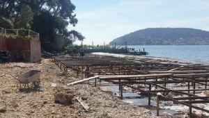 Heybeliada'da plaja beton