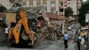 Eyüpsultan'da metruk binaların yıkımı devam ediyor