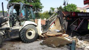 Ortaköy Kumpirciler Çarşısı'ndaki dükkanların yıkımına başlandı