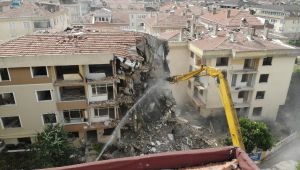 Büyükçekmece'de risk taşıyan 3 bloklu 36 daire ve bir bina yıkıldı