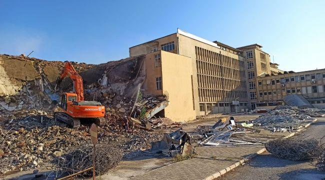 Eski SSK hastanesinin yıkımı başladı