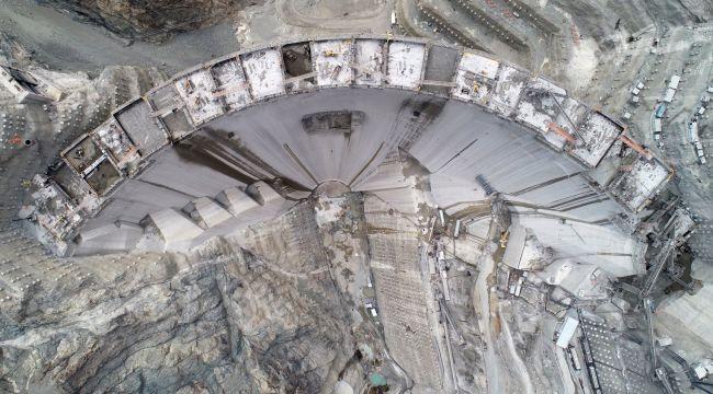 Türkiye'nin en yüksek barajının yapımında 220 metreye ulaşıldı
