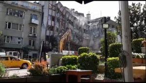 Bursa'da tarihi dönüşüm için 6 katlı bina yıkıldı