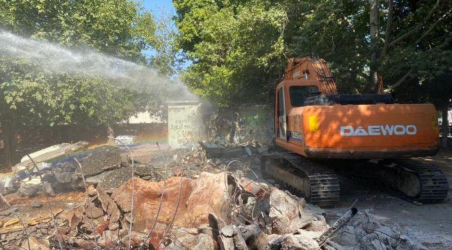 Metruk binaların yıkımı devam ediyor