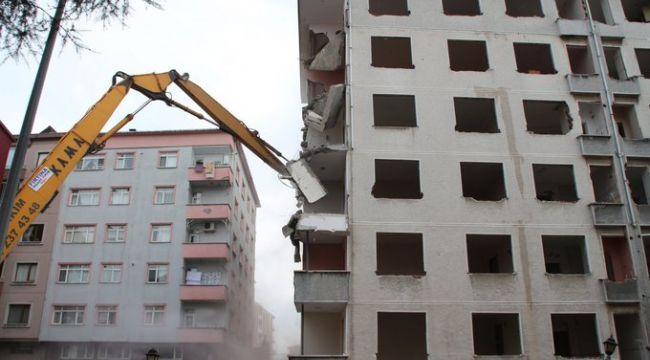 Rize'deki 'Pisa Kuleleri' yıkılıyor